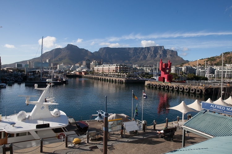 mountain facing room, v&a waterfront