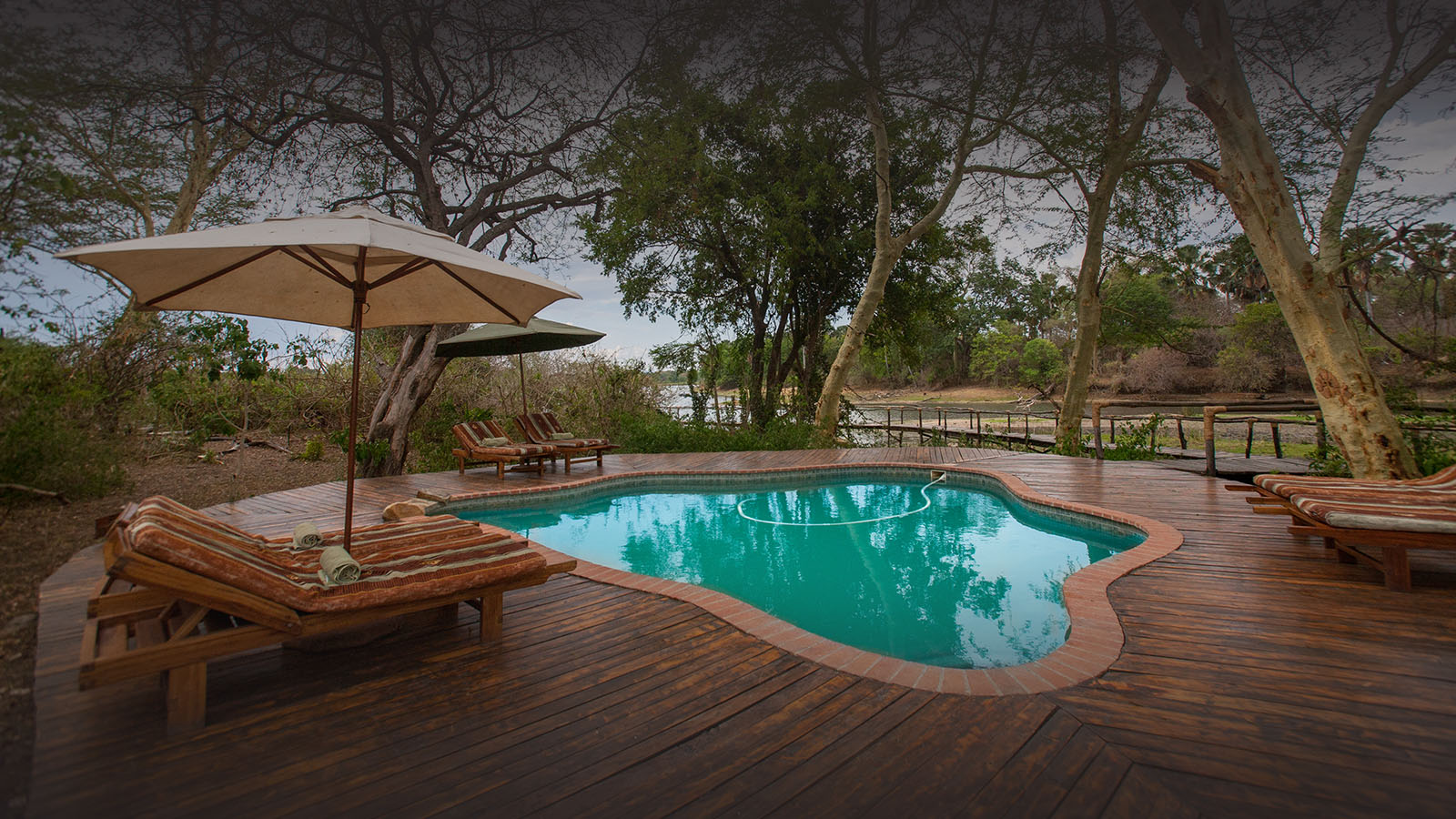 malawi-south-luangwa-green-season-zambia-in-style-safari-packages-tours-luxury-lodge-swimming-pool