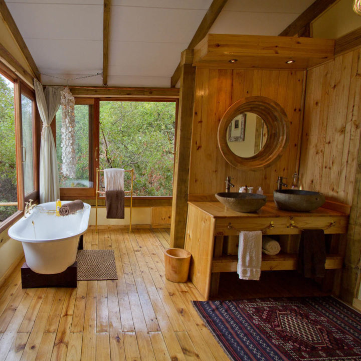 premium-family-adventure-zambia-in-style-safari-packages-tours-luxury-tongabezi-dog-house-bath-sink