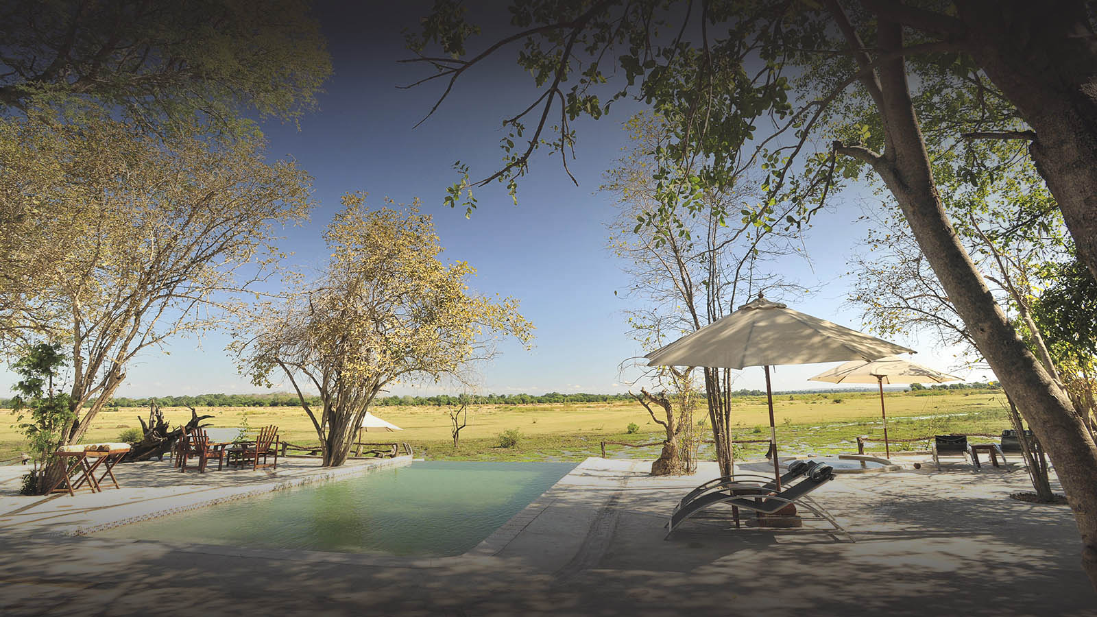 kafunta-zambia-in-style-safari-packages-lodges-pool-deck-views