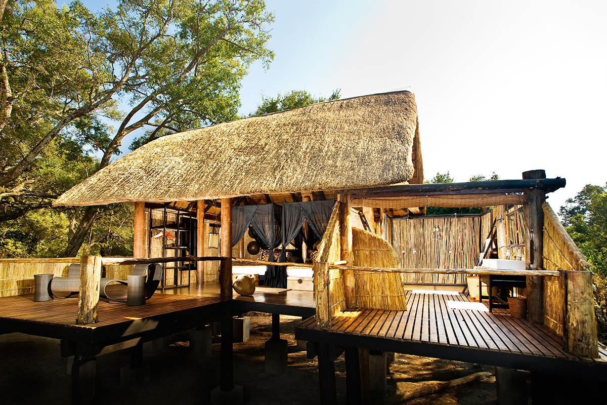 chamilandu bush camp zambia-in-style-tours-safari-packages-lodges-explore-south-luangwa-zambia-lodges-deck