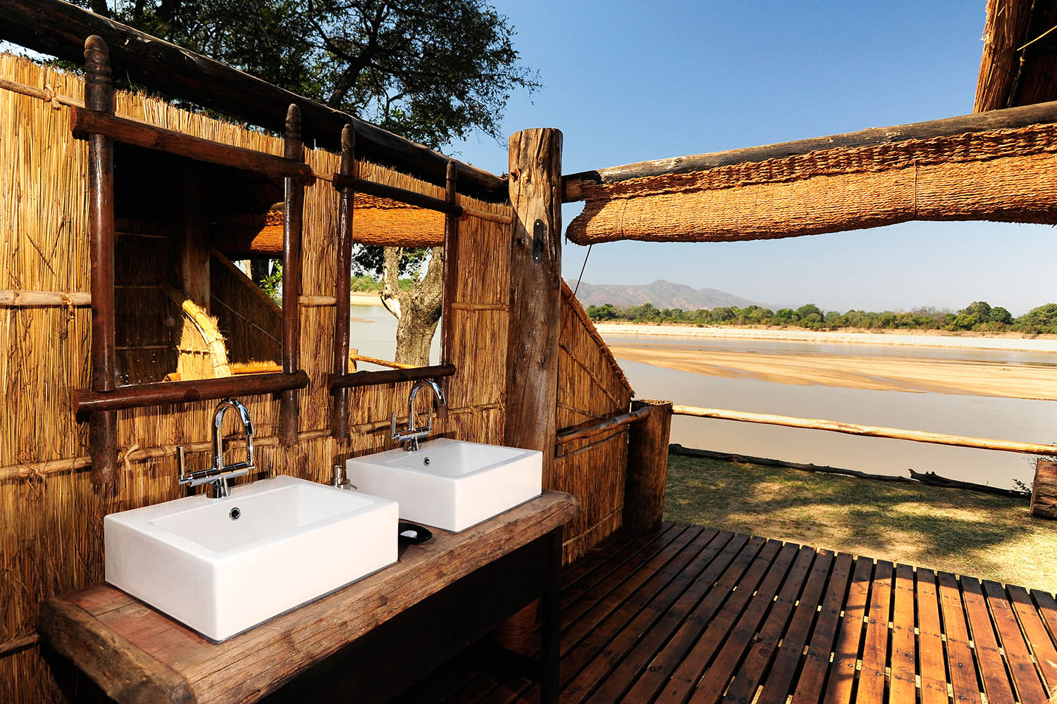 chamilandu bush camp zambia-in-style-tours-safari-packages-lodges-south-luangwa-bathroom-views