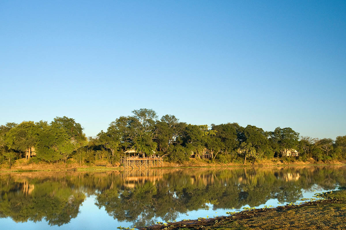 chindeni bush camp lodge-zambia-in-style-tours-safari-packages-lodges-south-luangwa-national-park-africa-oxbow-lagoon