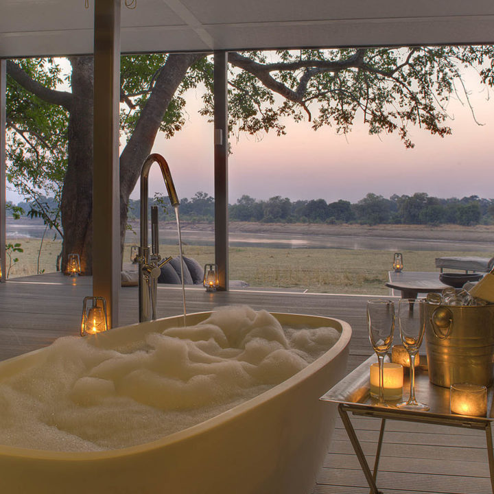 chinzombo-glamourous-lodge-zambia-in-style-tours-safari-packages-lodges-exploring-south-luangwa-national-park-bath-room-suite