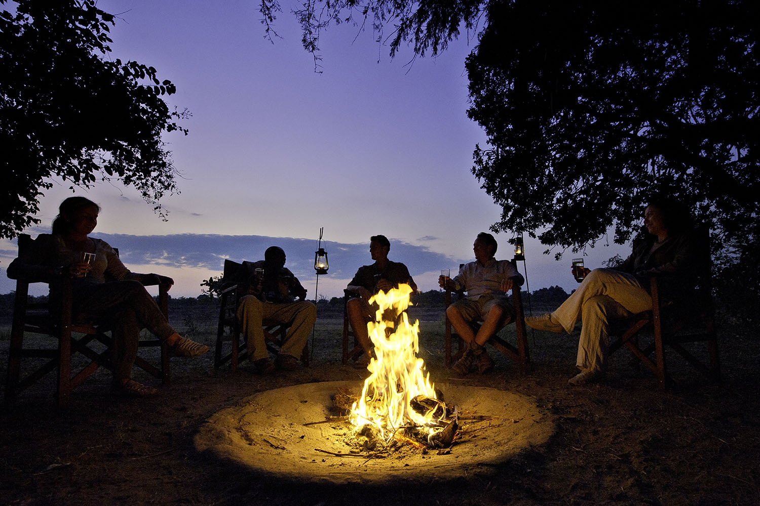 flatdogs-camp-zambia-in-style-tours-safari-packages-lodges-explore-south-luangwa-national-park-fireplace-river-bank