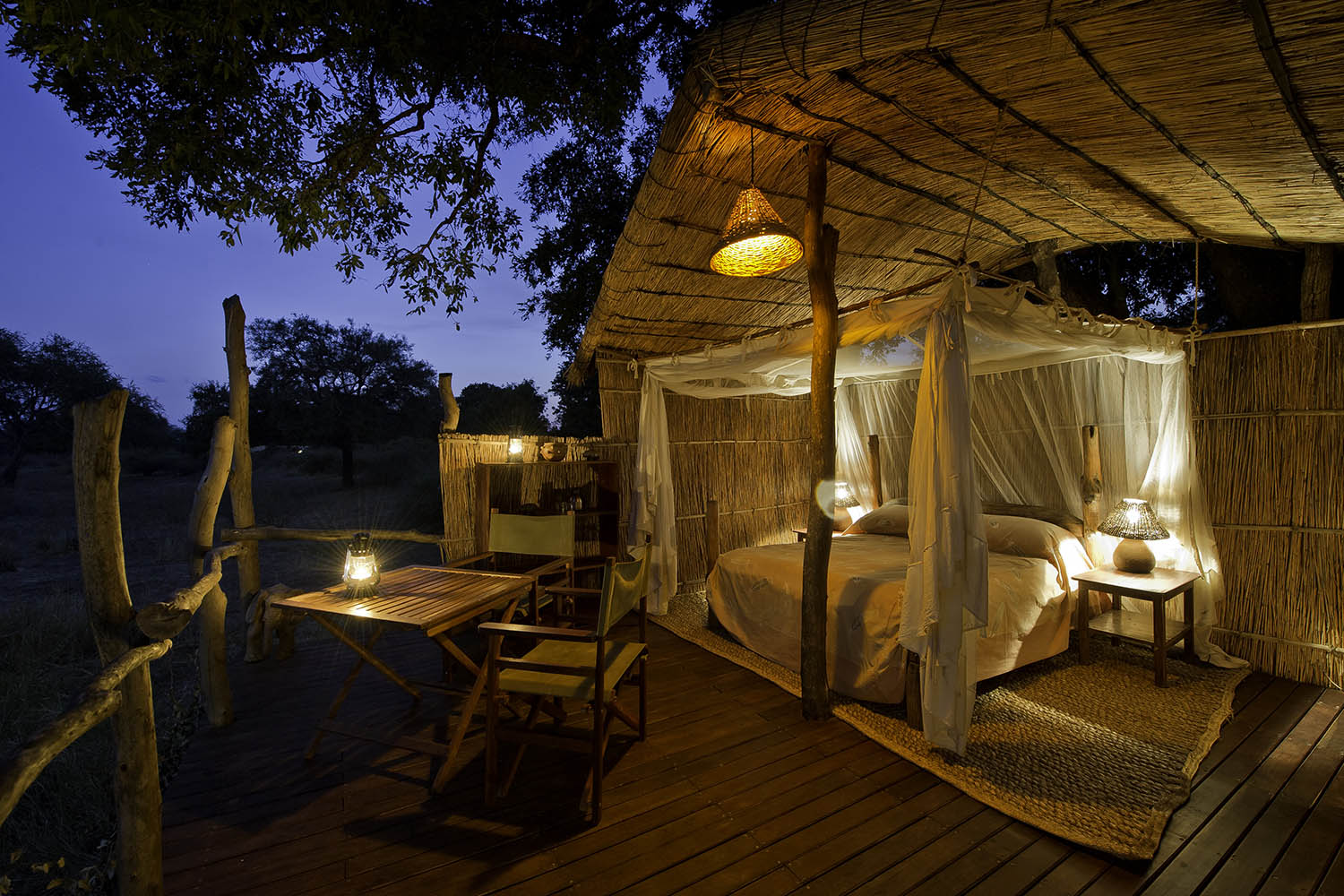 flatdogs-camp-zambia-in-style-tours-safari-packages-lodges-travel-south-luangwa-national-park-jackalberry-treehouse-master-bedroom