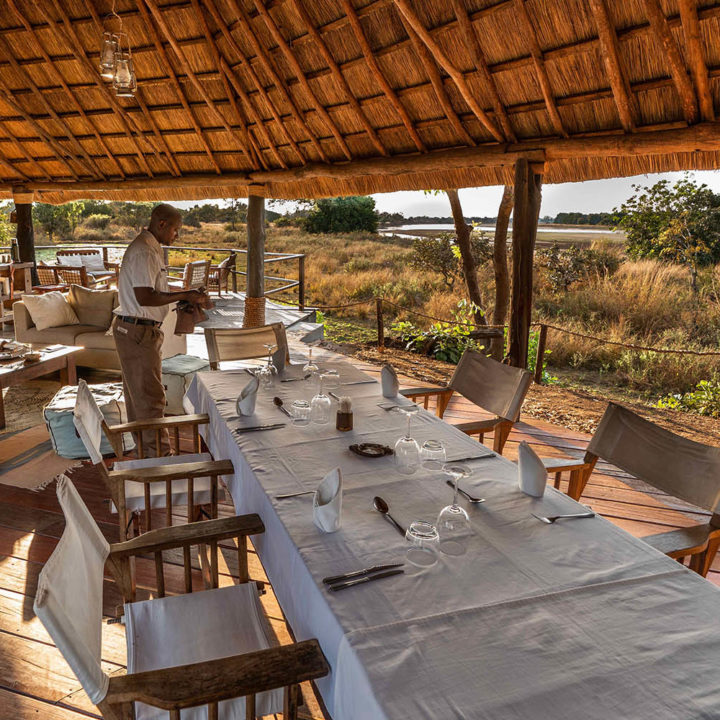 kakuli-beautiful-camp-lodge-zambia-in-style-tours-safari-packages-lodges-south-luangwa-national-park-dining