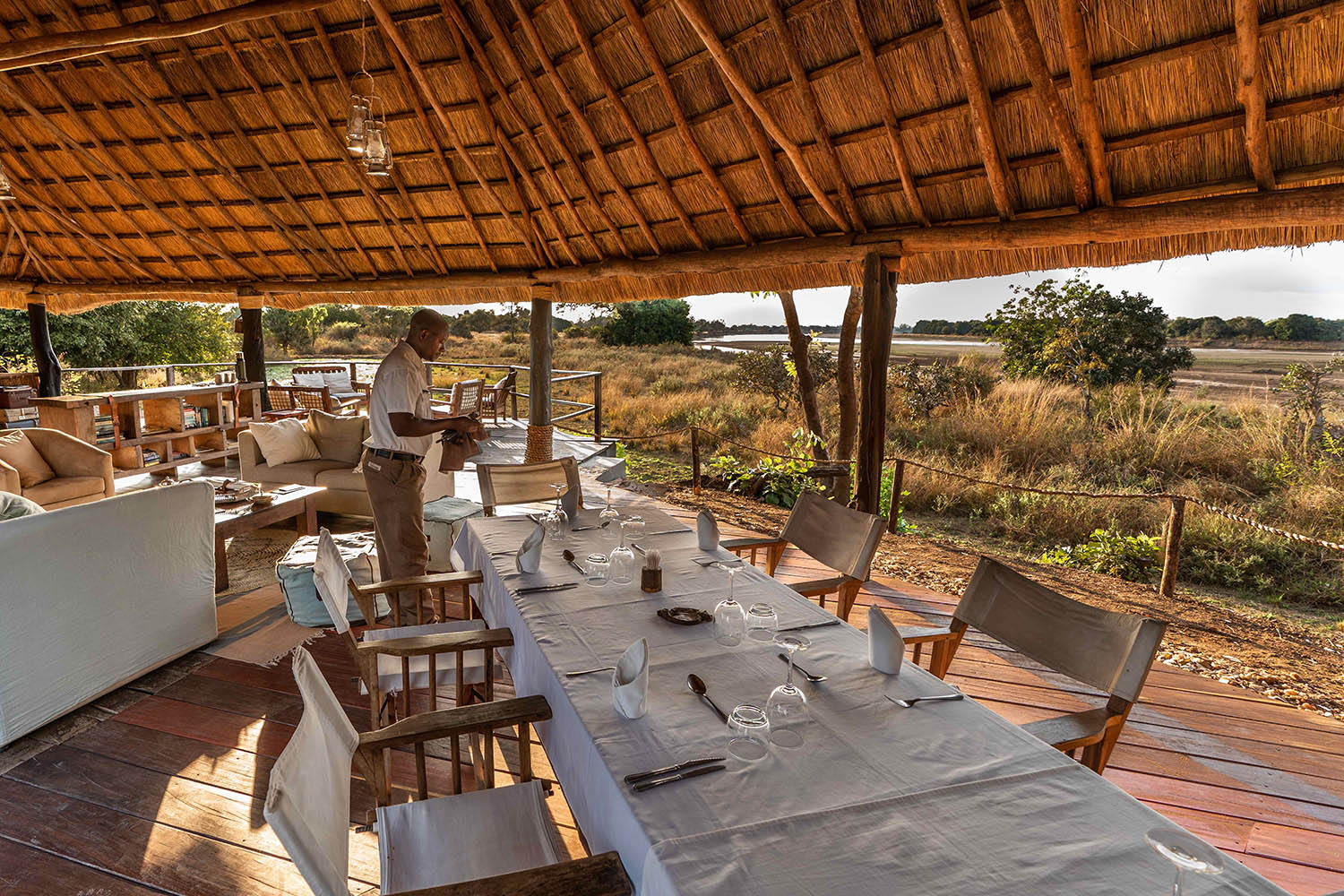kakuli-beautiful-camp-lodge-zambia-in-style-tours-safari-packages-lodges-south-luangwa-national-park-fine-dining