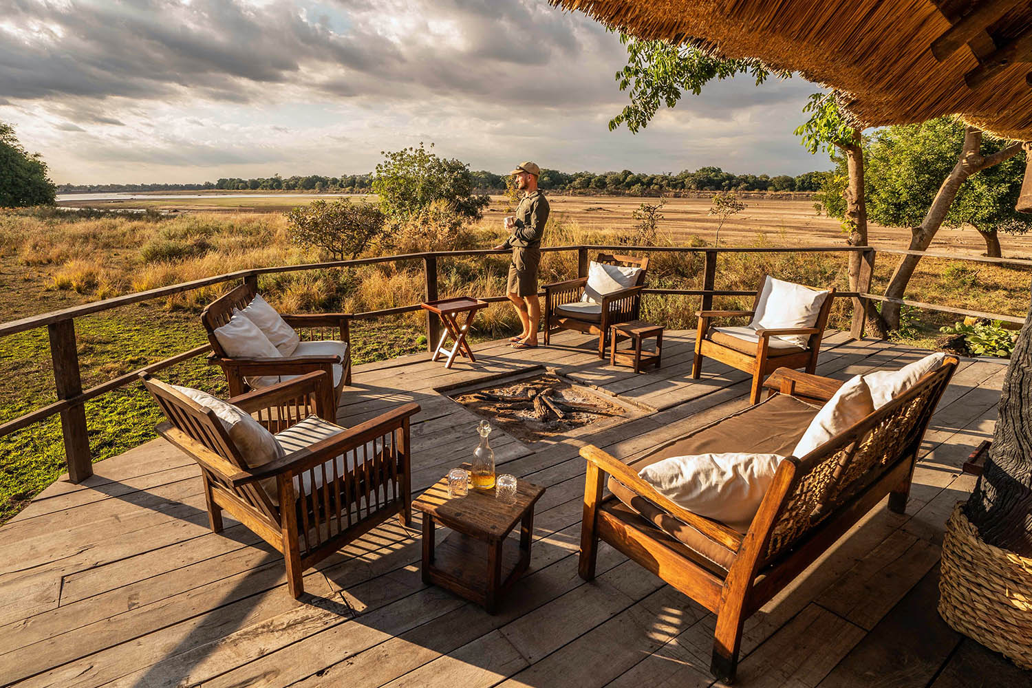 kakuli-beautiful-camp-lodge-zambia-in-style-tours-safari-packages-lodges-south-luangwa-national-park-main-deck