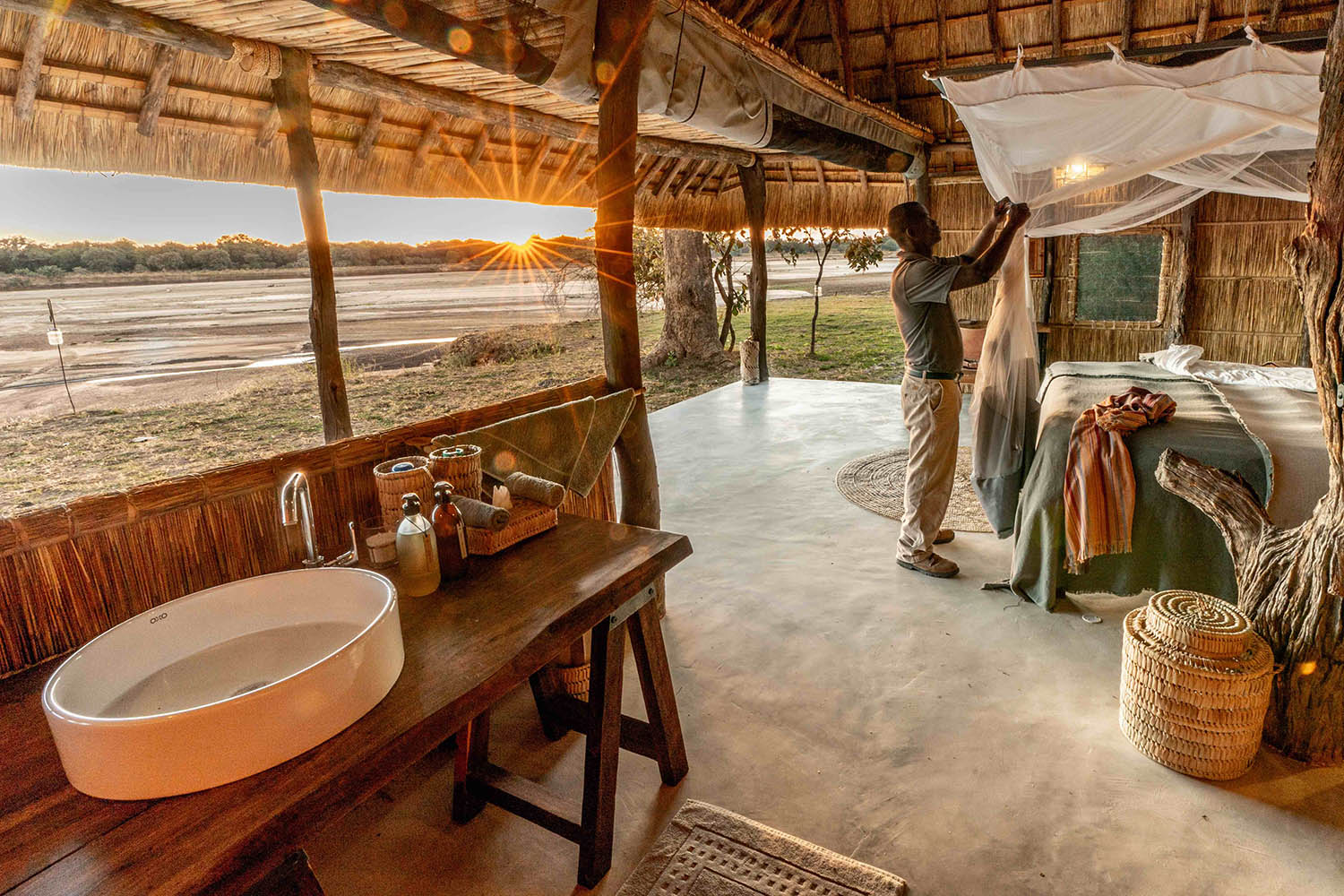 kakuli-beautiful-camp-lodge-zambia-in-style-tours-safari-packages-lodges-south-luangwa-national-park-suite