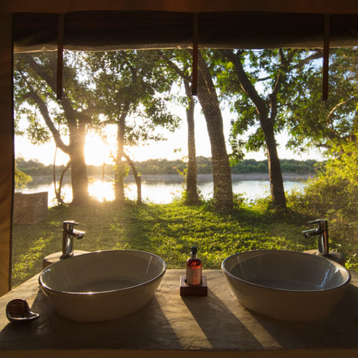 luambe-camp-lodge-zambia-in-style-tours-safari-packages-lodges-luambe-national-park-between-south-north-luangwa-bathrooms-tent