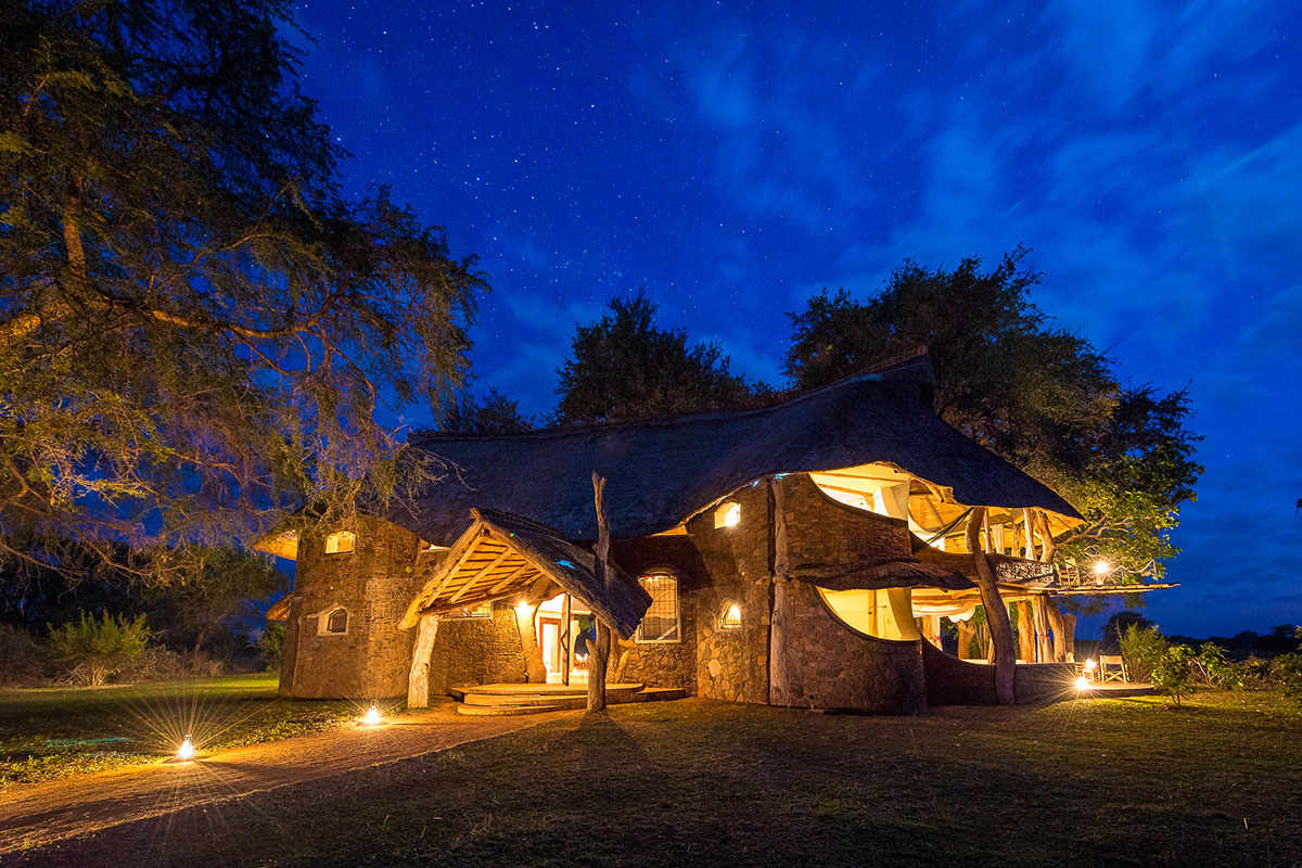 luangwa safari house lodge-zambia-in-style-tours-safari-packages-lodges-south-luangwa-national-park-evening