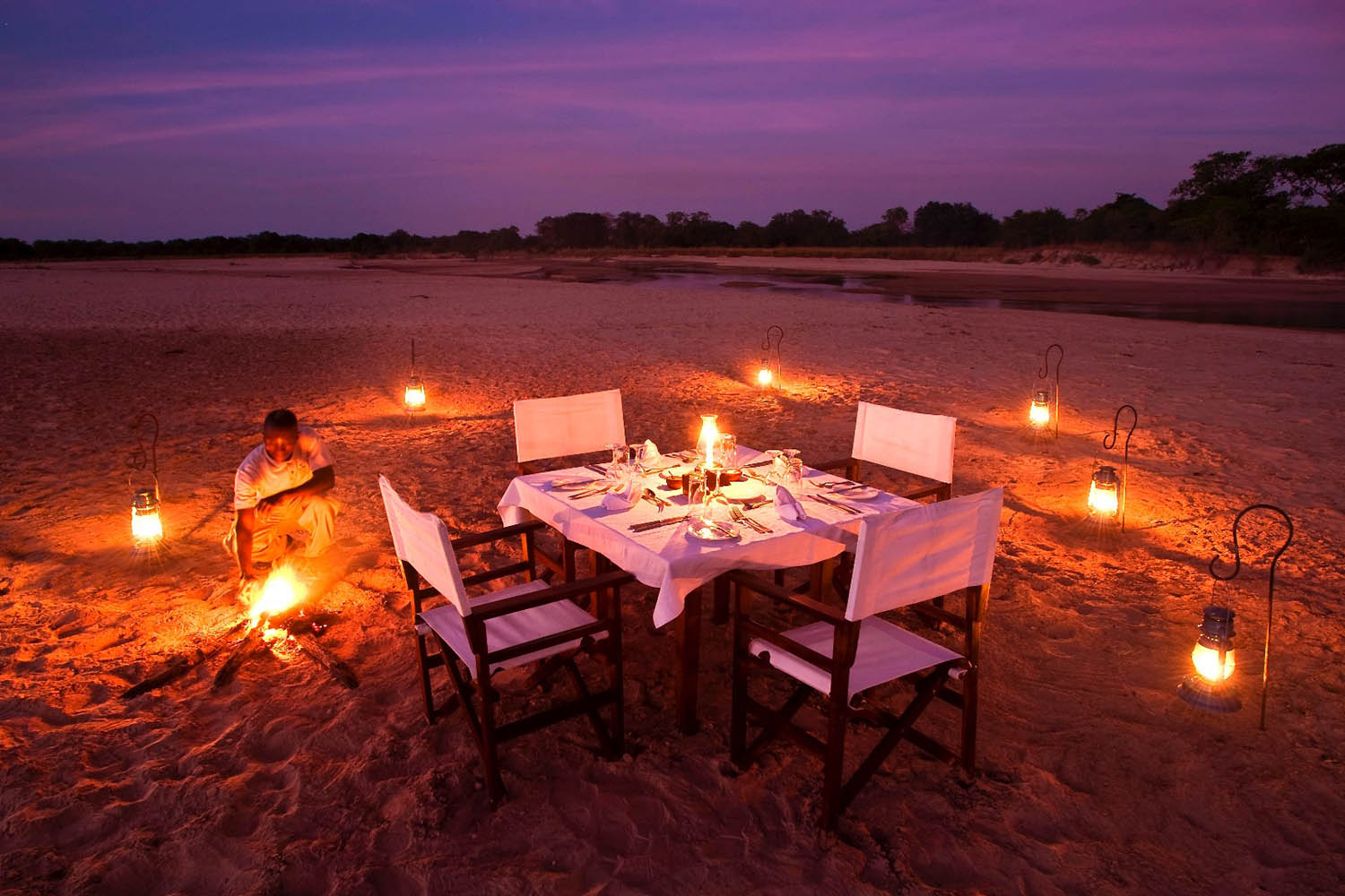 luwi-camp-lodge-zambia-in-style-tours-safari-packages-lodges-south-luangwa-national-park-dining-outdoors