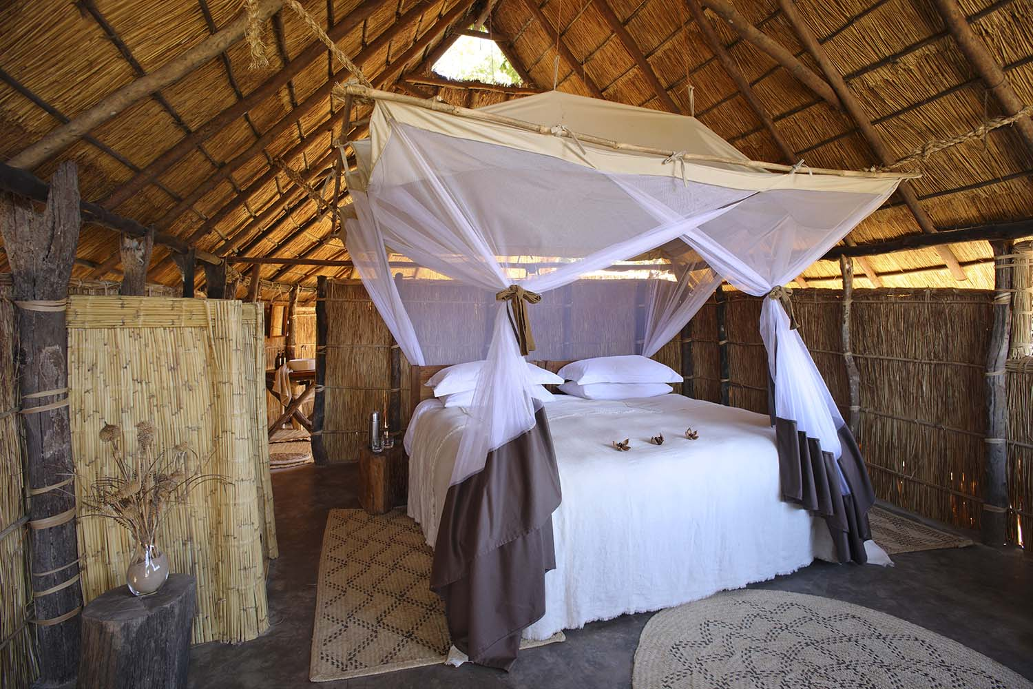 luwi-camp-lodge-zambia-in-style-tours-safari-packages-lodges-south-luangwa-national-park-room-bed