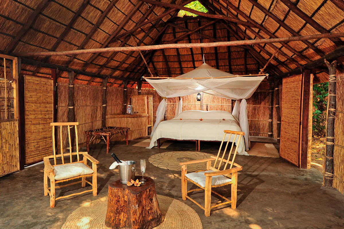 luwi-rustic-camp-lodge-zambia-in-style-tours-safari-packages-lodges-south-luangwa-national-park-bedroom