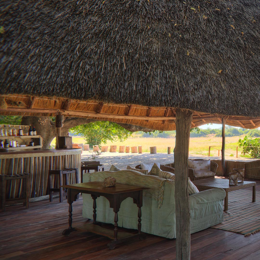 nsolo-lodge-zambia-in-style-tours-safari-packages-lodges-south-luangwa-national-park-bar-lounge-area