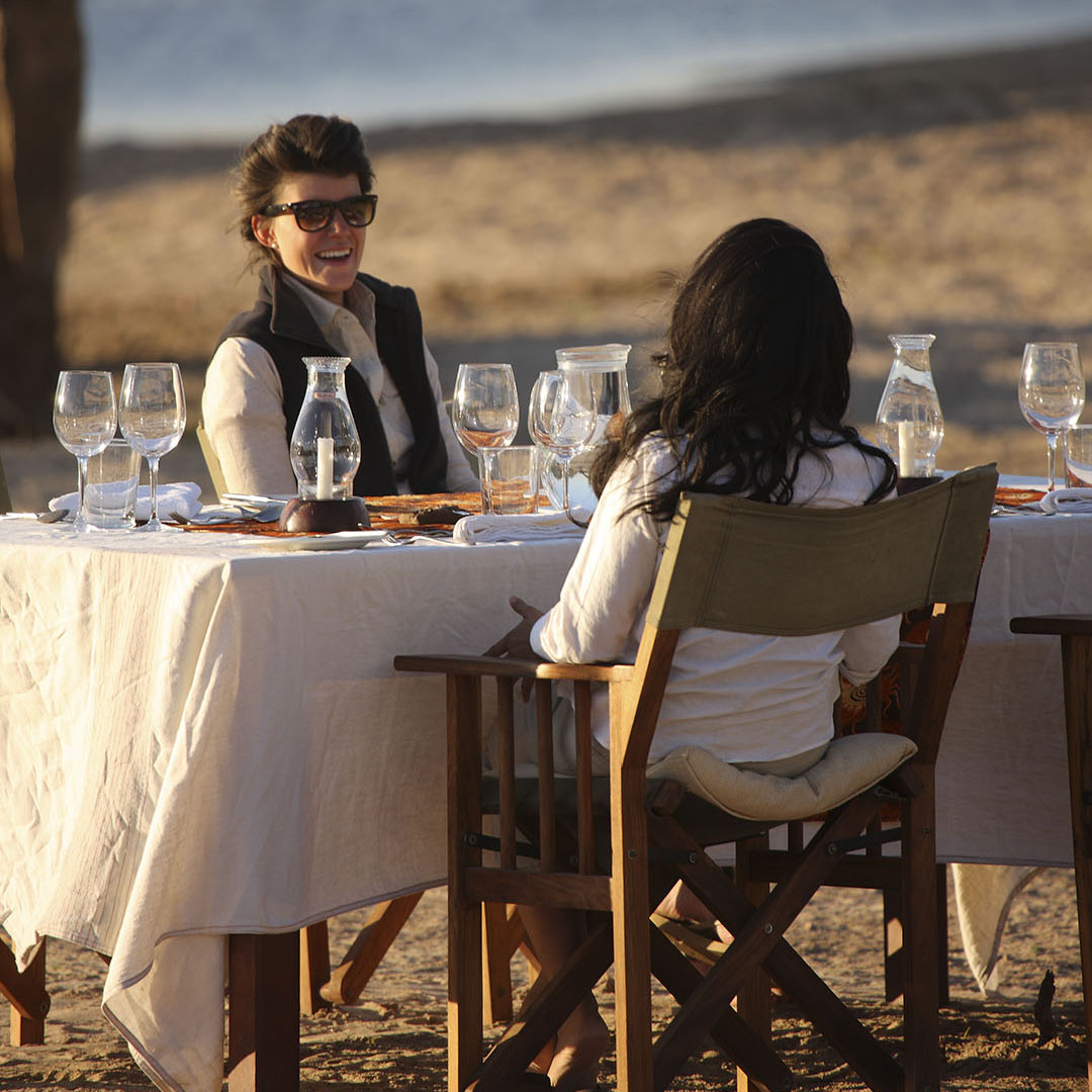 nsolo-lodge-zambia-in-style-tours-safari-packages-lodges-south-luangwa-national-park-dining