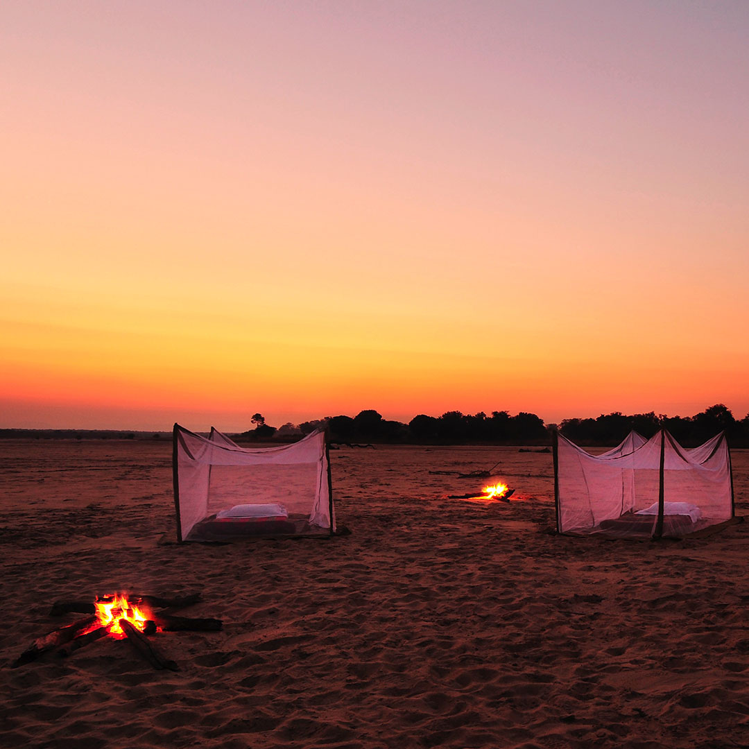 nsolo-lodge-zambia-in-style-tours-safari-packages-lodges-south-luangwa-national-park-sleep-out-campfire