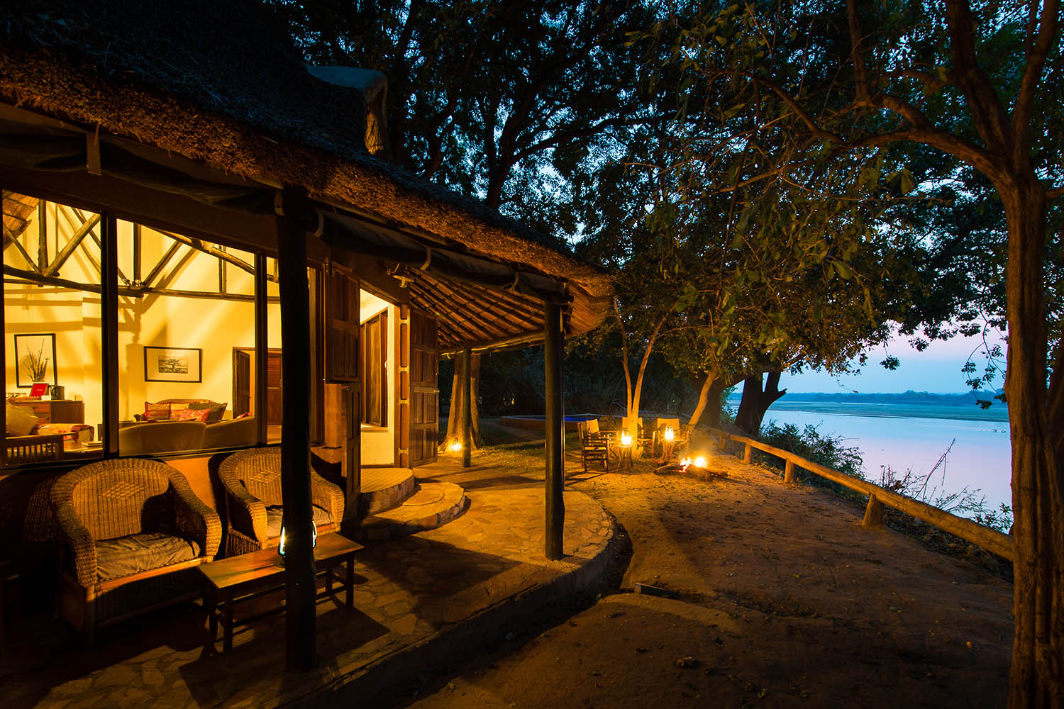 robins house lodge-zambia-in-style-tours-safari-packages-lodges-south-luangwa-national-park-house-evening-views-exterior