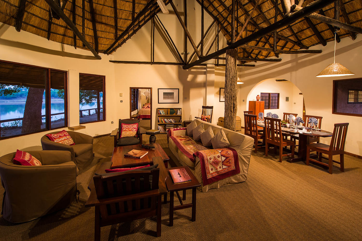 robins house lodge-zambia-in-style-tours-safari-packages-lodges-south-luangwa-national-park-lounge-dining-room