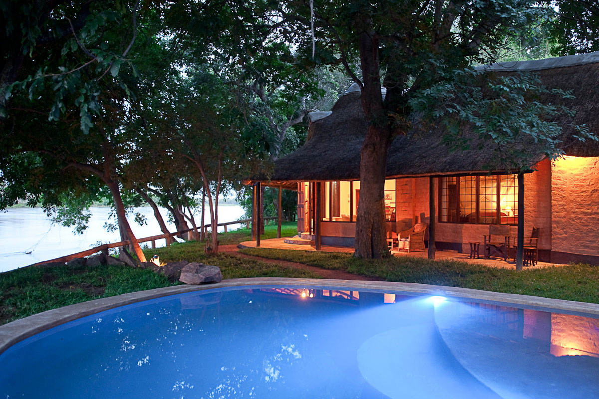 robins house lodge-zambia-in-style-tours-safari-packages-lodges-south-luangwa-national-park-swimming-pool-view