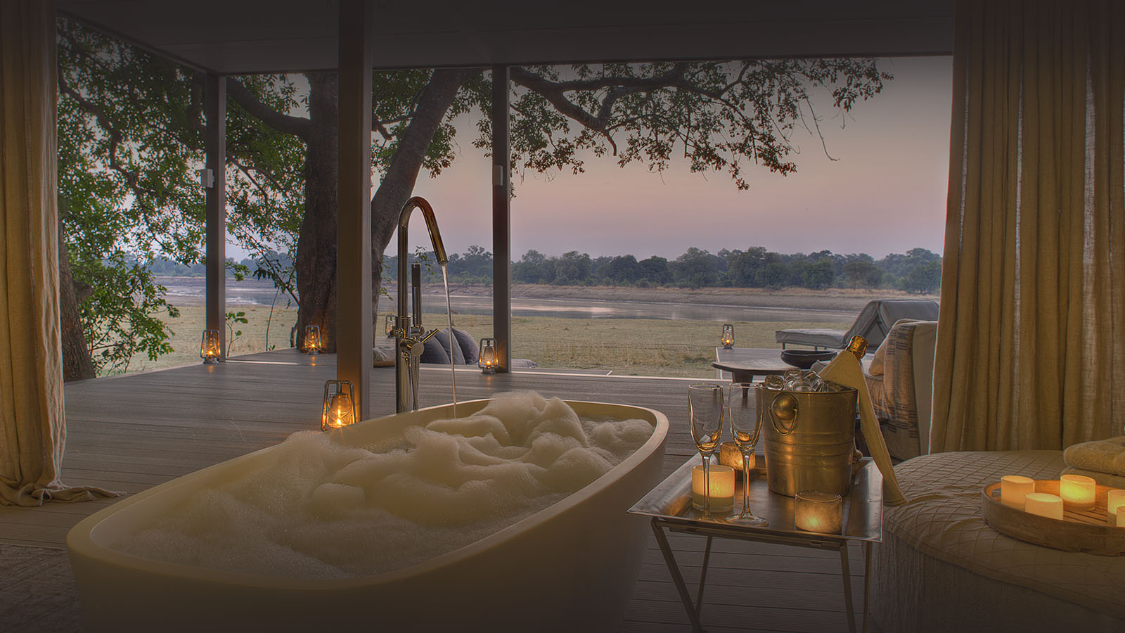 chinzombo-glamourous-lodge-zambia-in-style-tours-safari-packages-lodges-explore-south-luangwa-national-park-luxury-bath