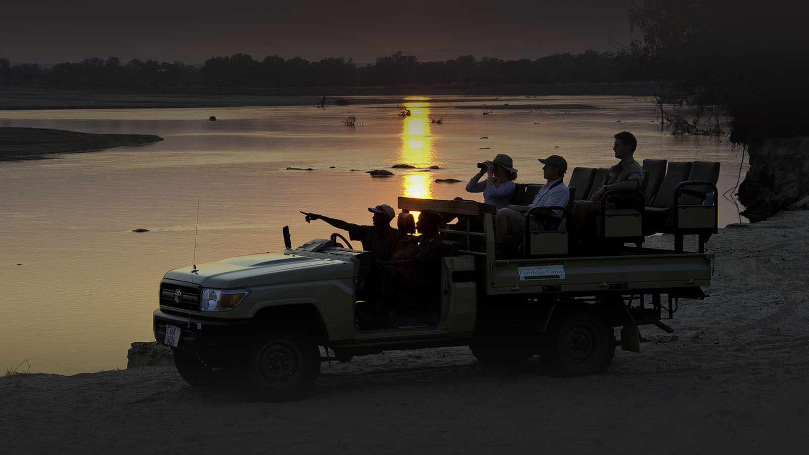 flatdogs-camp-zambia-in-style-tours-safari-packages-lodges-explore-south-luangwa-national-park-game-drives