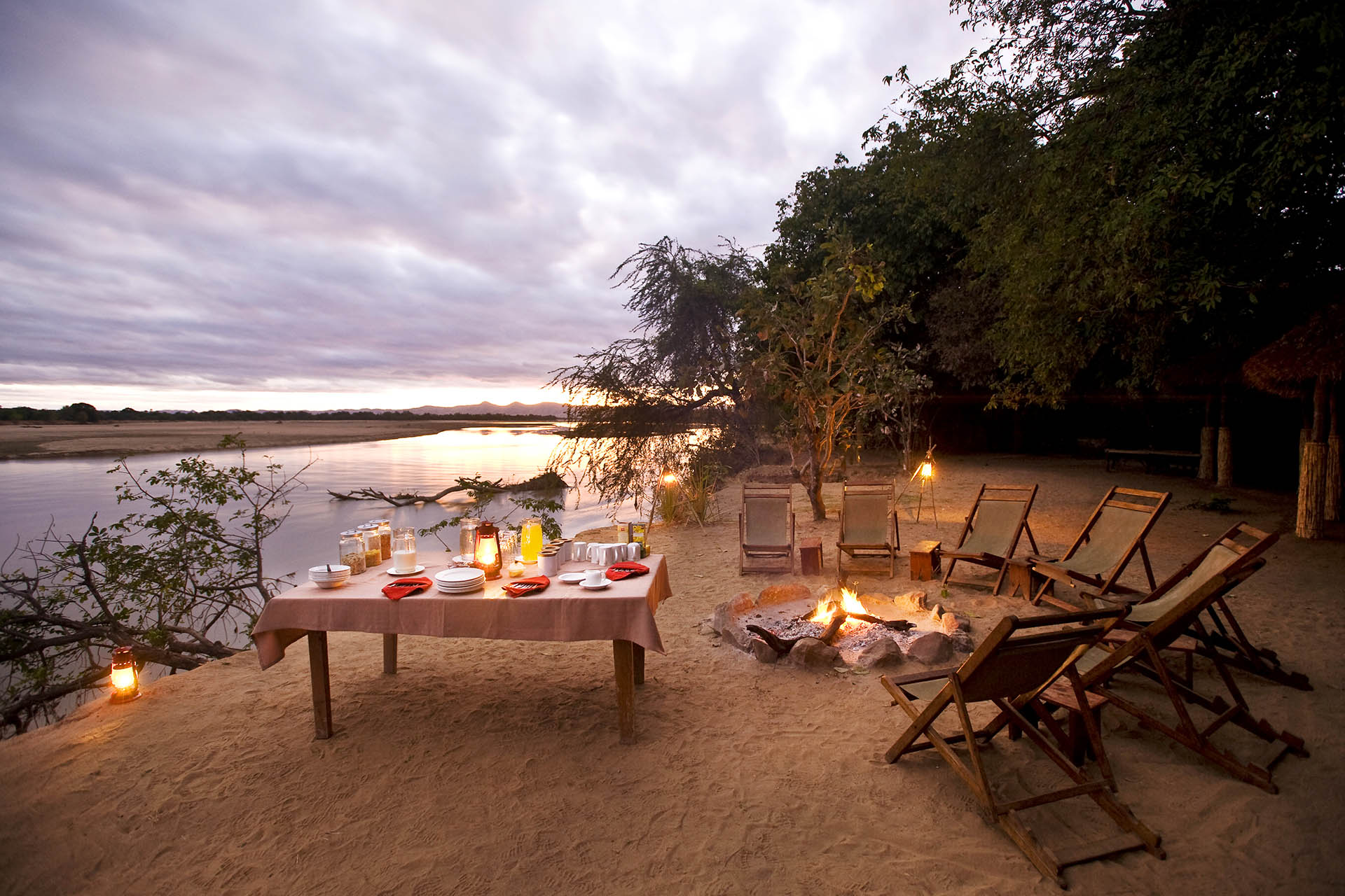 island bush camp lodge-zambia-in-style-safari-packages-south-luangwa-breakfast-campfire
