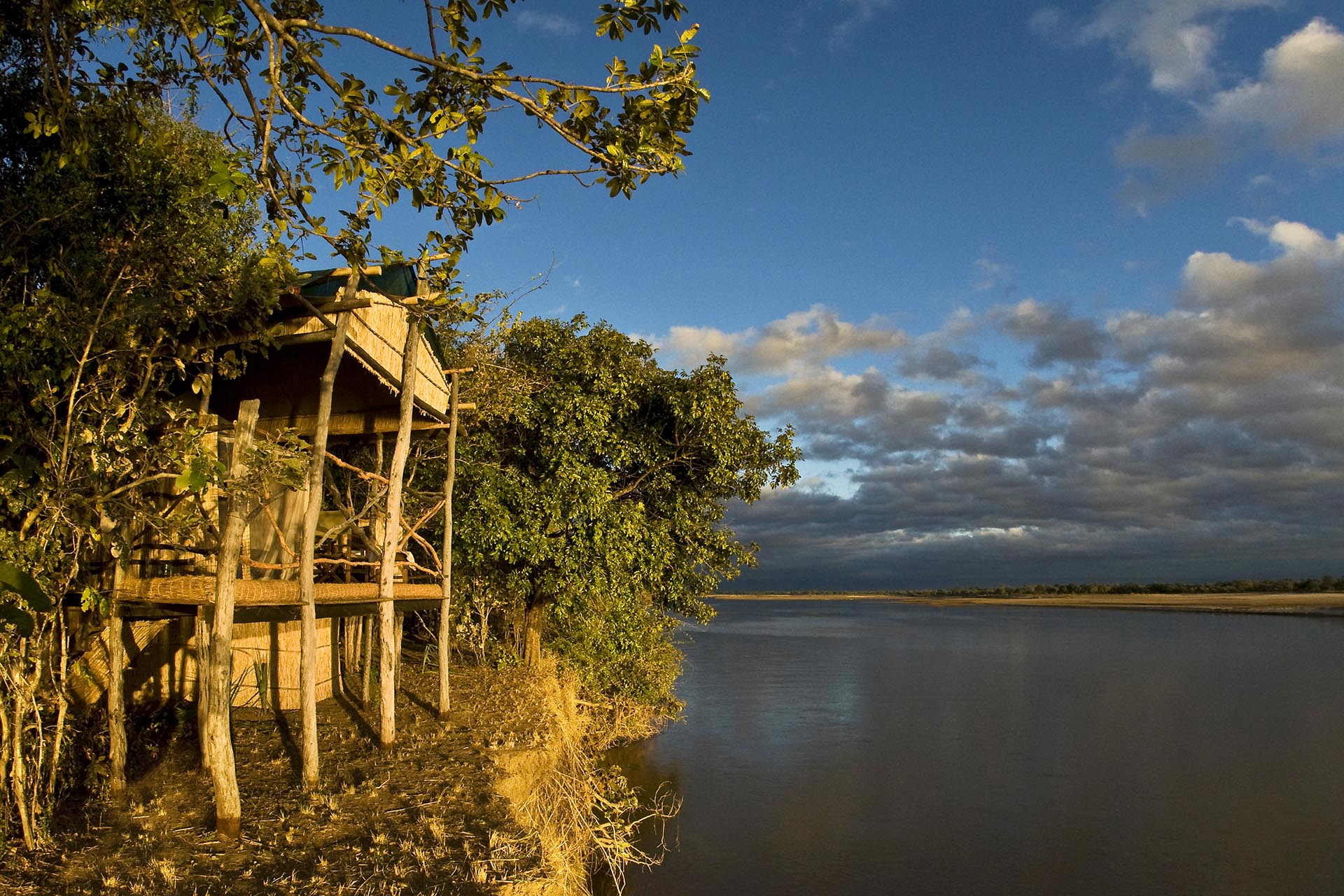 island bush camp lodge-zambia-in-style-safari-packages-south-luangwa-room-river-view