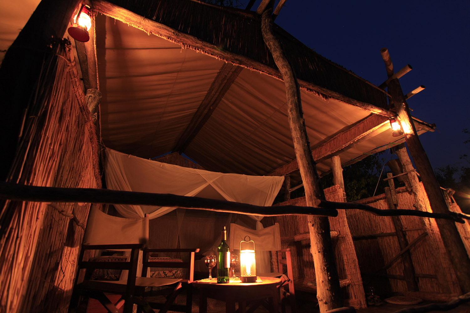 island bush camp lodge-zambia-in-style-safari-packages-south-luangwa-view-night-room