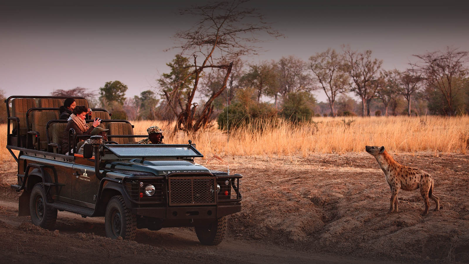 kakuli-beautiful-camp-lodge-zambia-in-style-tours-safari-packages-lodges-explore-south-luangwa-national-park-wildlife-photography-safari