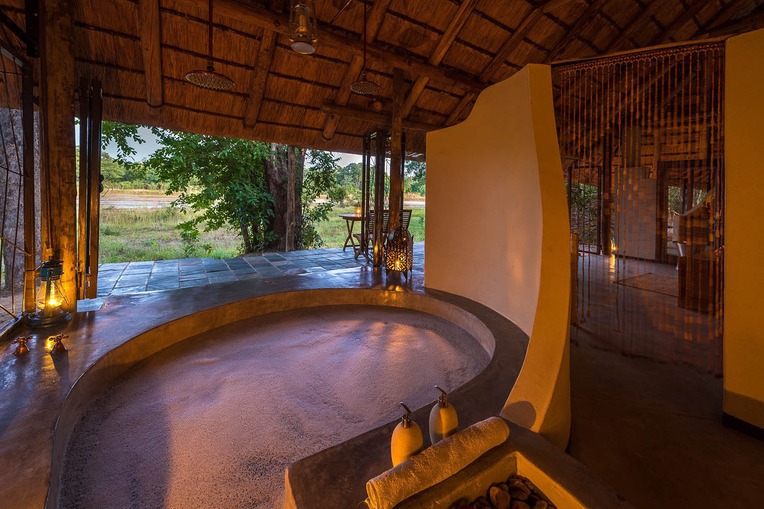 kapamba bushcamp lodge-zambia-in-style-tours-travel-safari-packages-lodges-south-luangwa-national-park-huge-bath