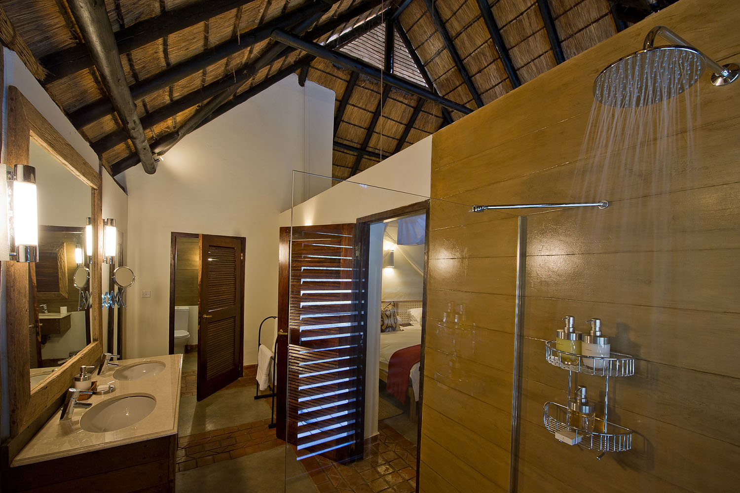 mfuwe-bush-camp-zambia-in-style-safari-packages-south-luangwa-national-park-bathroom