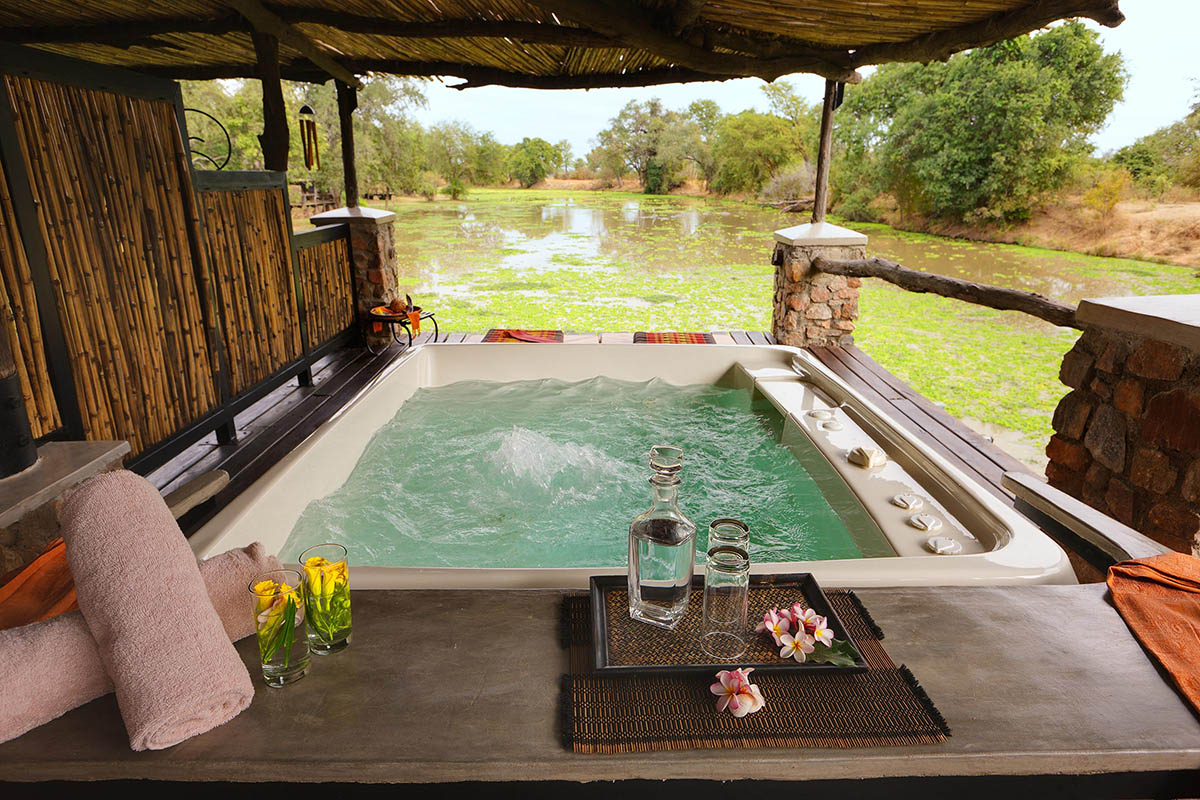 mfuwe bush camp zambia-in-style-tours-safari-packages-south-luangwa-national-park-spa
