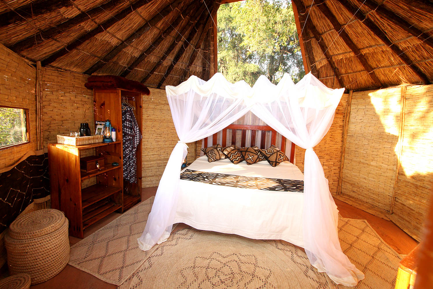 mwamba-bush-camp-lodge-zambia-in-style-safari-packages-tours-south-luangwa-national-park-chalet