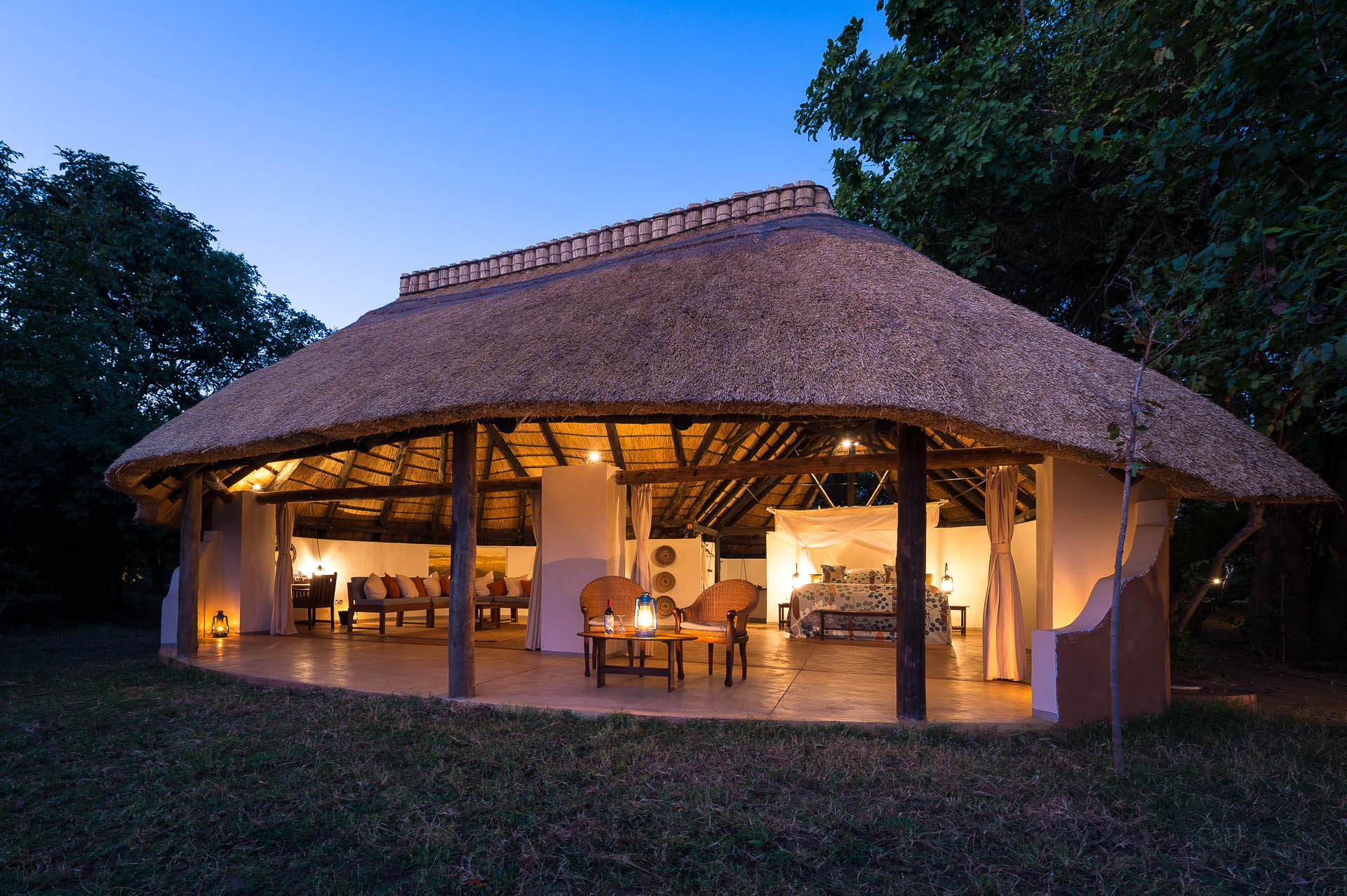 nkwali-zambia-in-style-safari-packages-south-luangwa-national-park-drinks