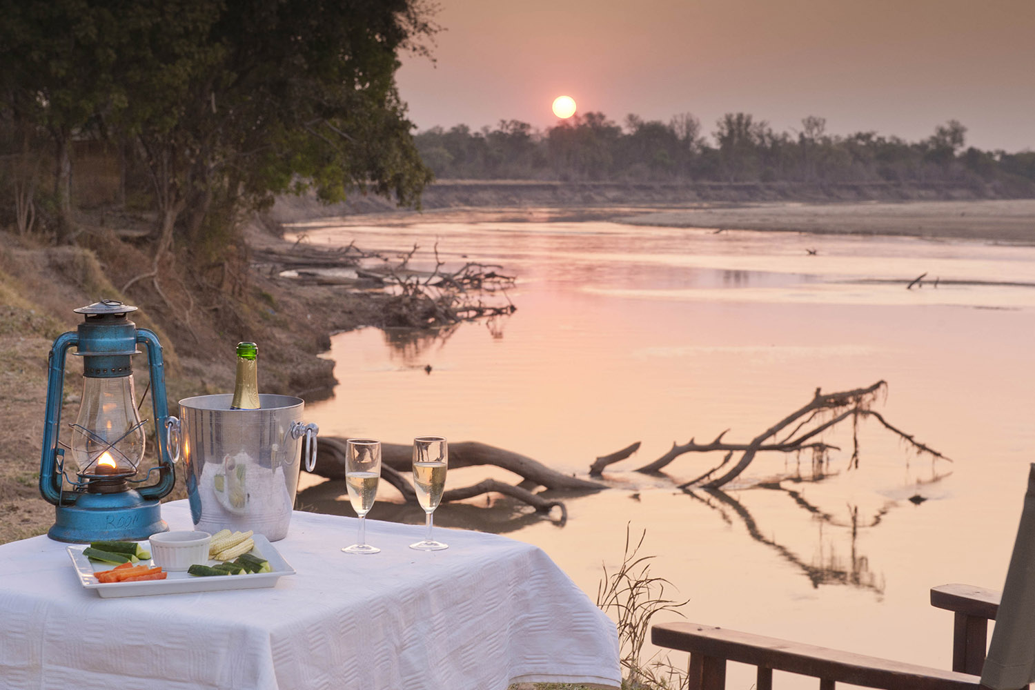 nsefu camp lodge-zambia-in-style-travel-safari-packages-lodges-south-luangwa-national-park-river-view-dining