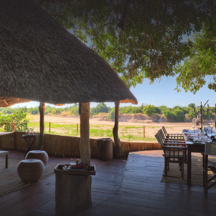 nsolo-lodge-zambia-in-style-tours-safari-packages-lodges-travel-south-luangwa-national-park-deck-dining