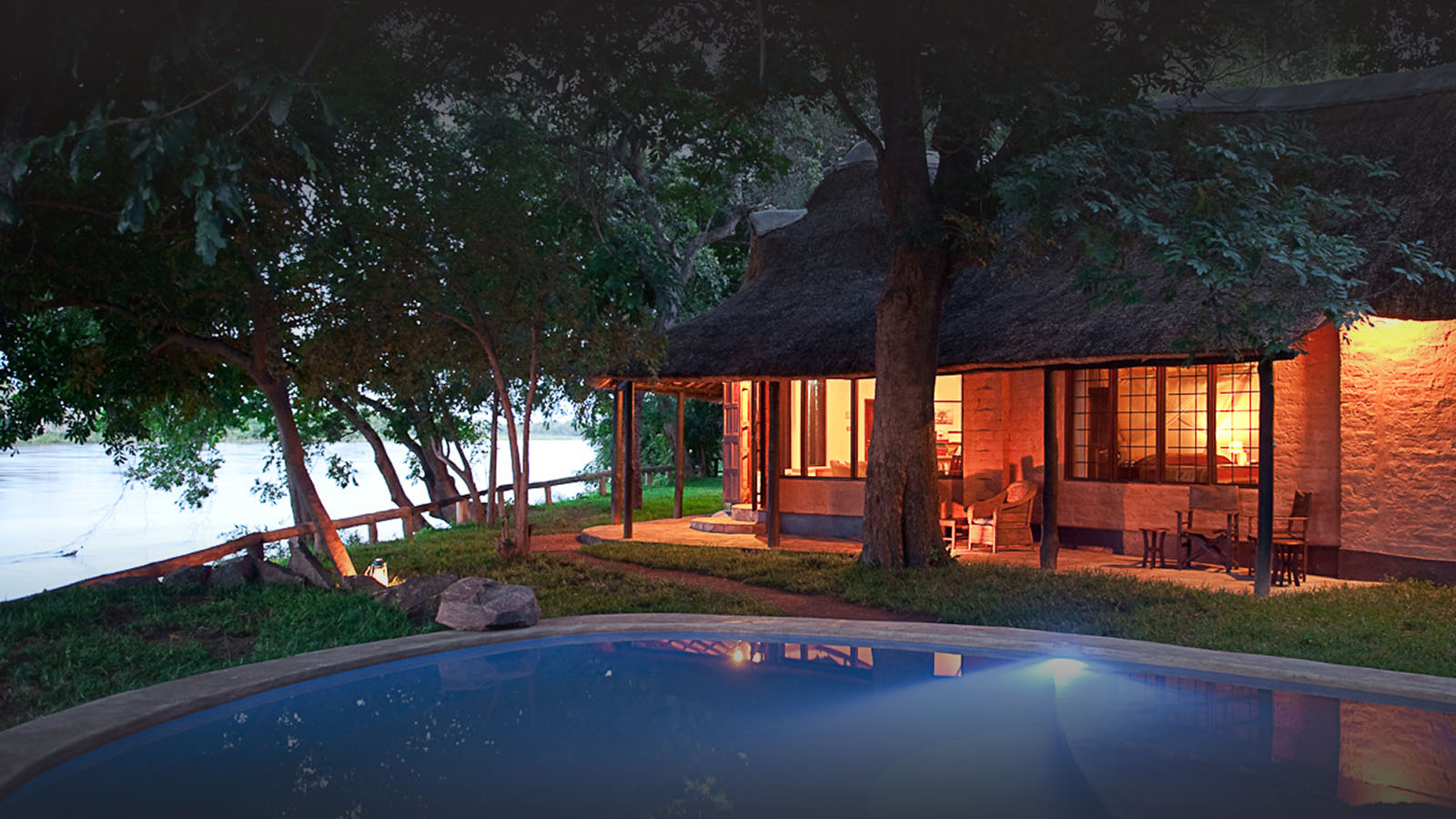robins house lodge-zambia-in-style-tours-safari-packages-lodges-south-luangwa-national-park-house-pool