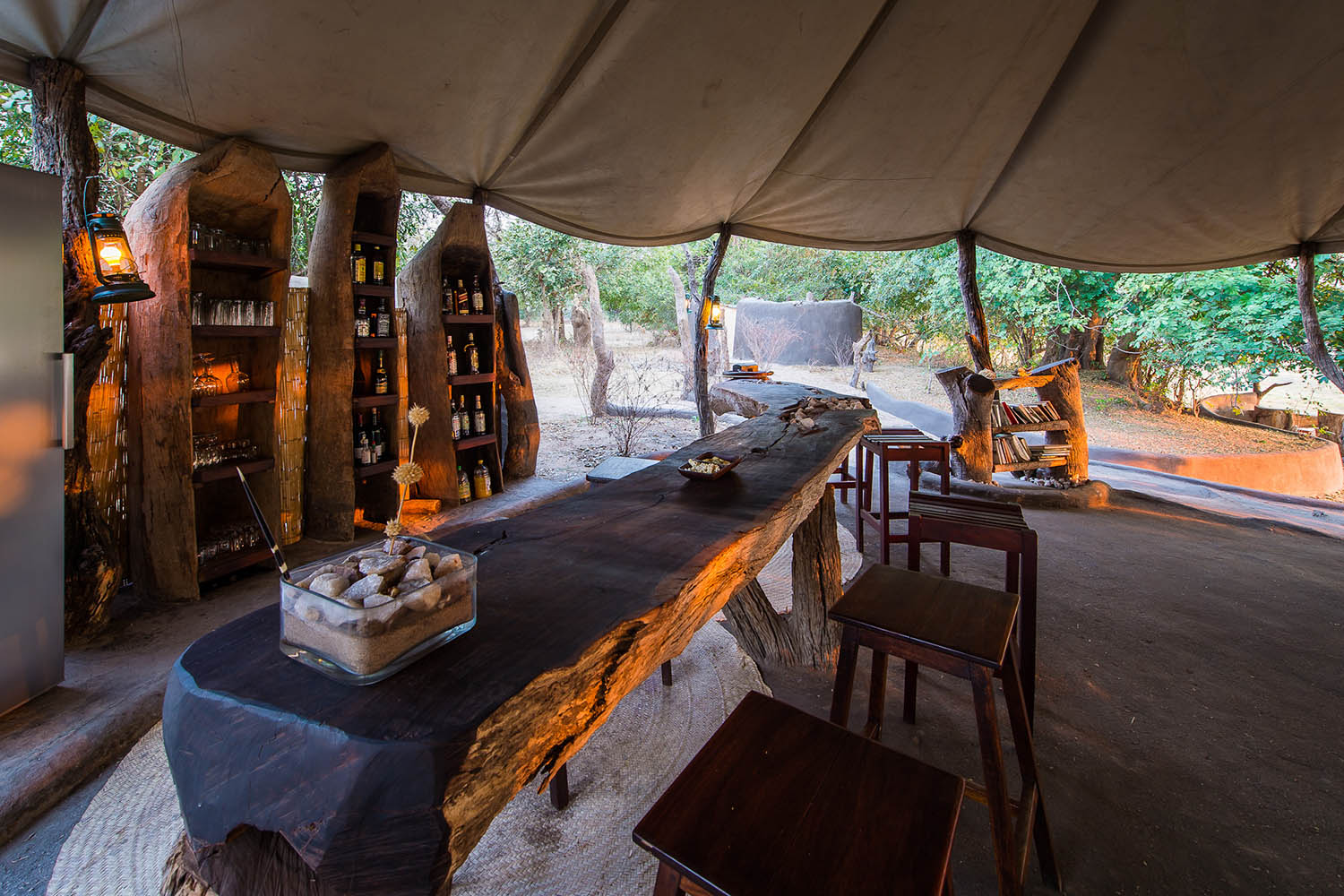 tena tena camp lodge-zambia-in-style-safari-packages-lodges-south-luangwa-national-park-bar