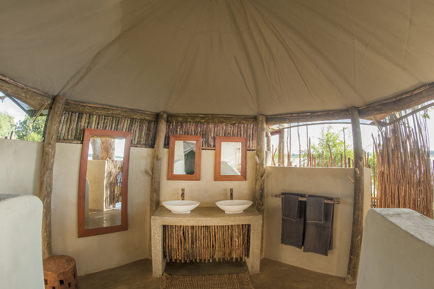 three rivers camp zambia-in-style-tours-travel-safari-packages-lodges-south-luangwa-bathroom