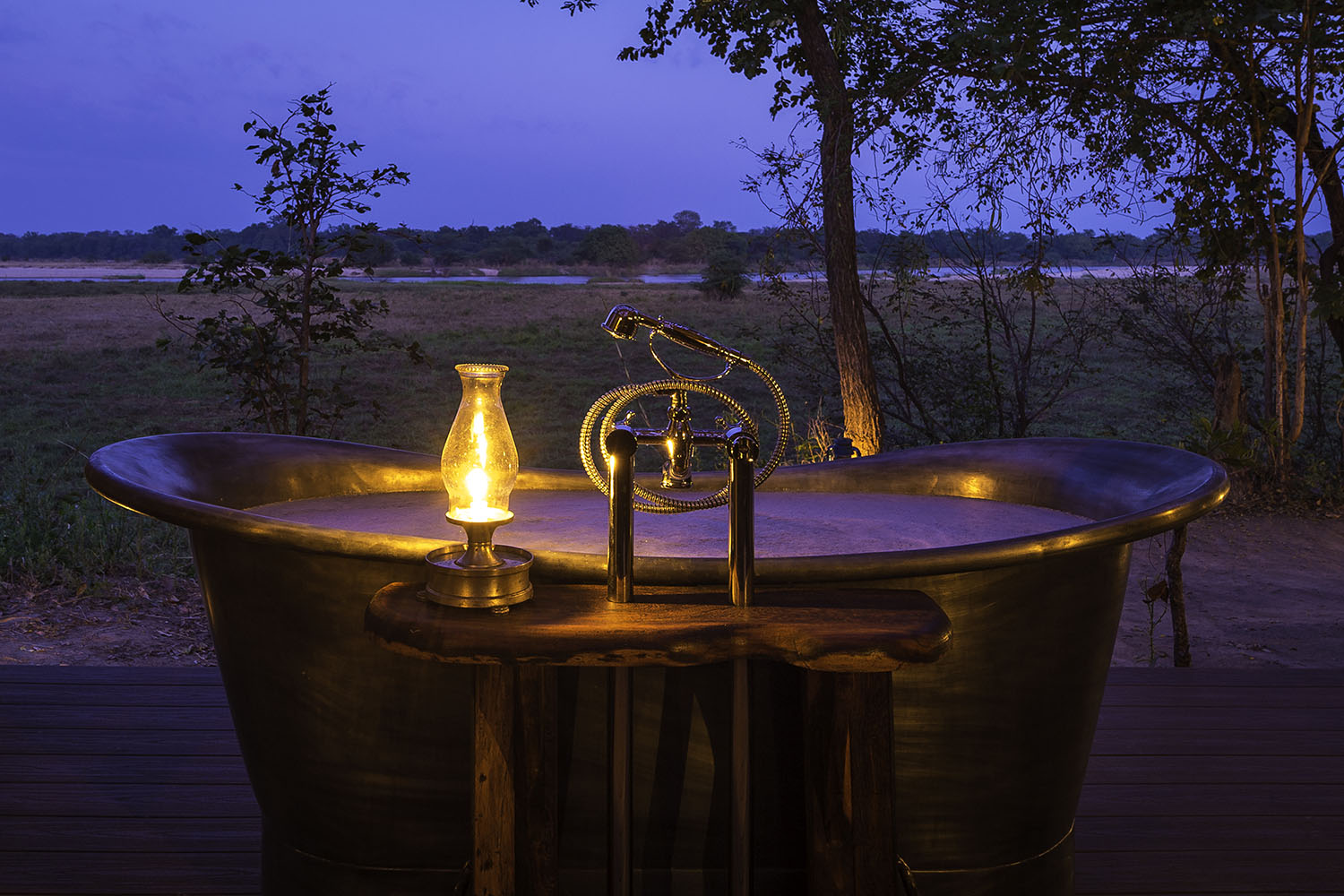 zungulila bushcamp lodge-zambia-in-style-safari-packages-lodges-south-luangwa-national-park-bath