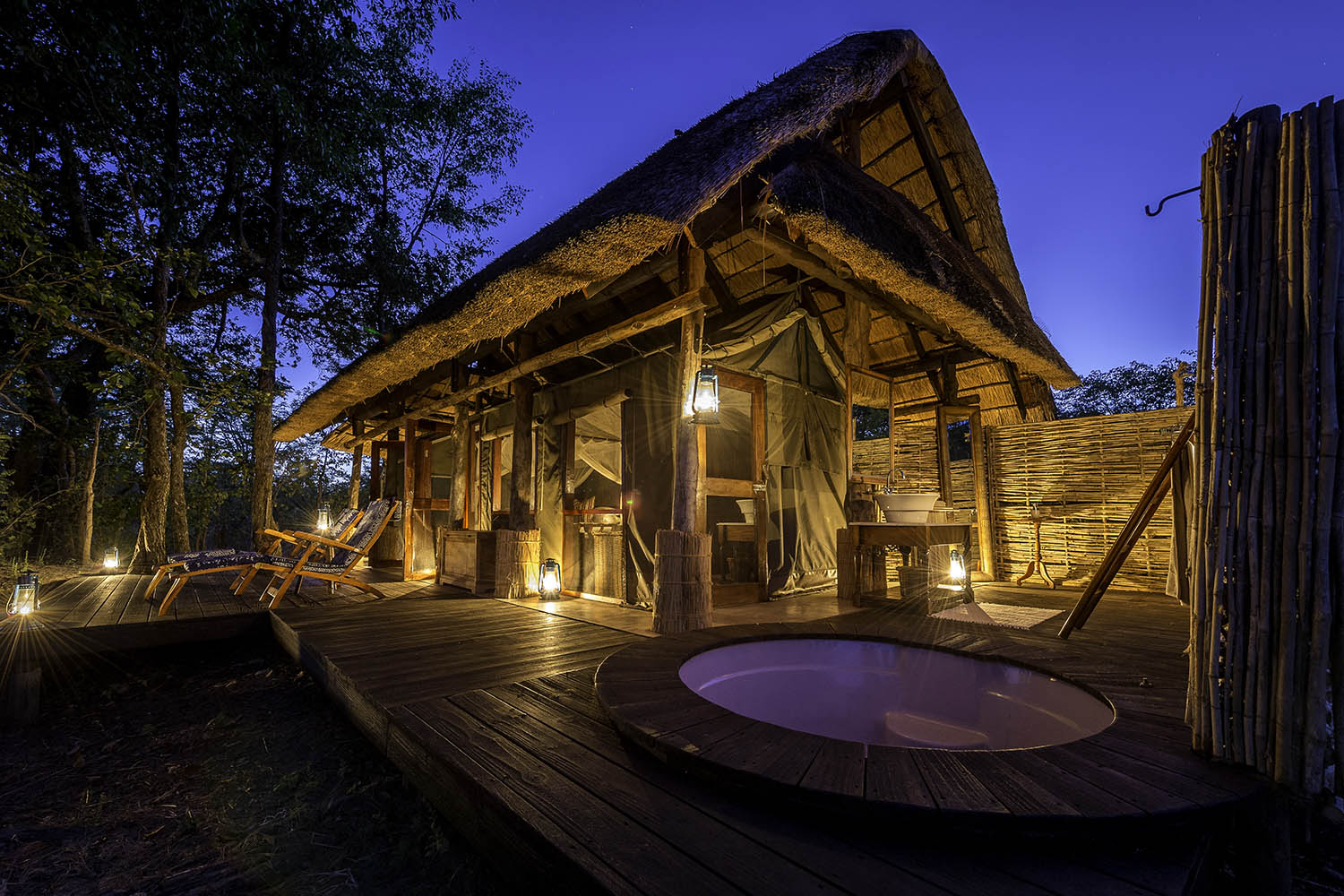 zungulila bushcamp lodge-zambia-in-style-safari-packages-lodges-south-luangwa-national-park-jacuzzi