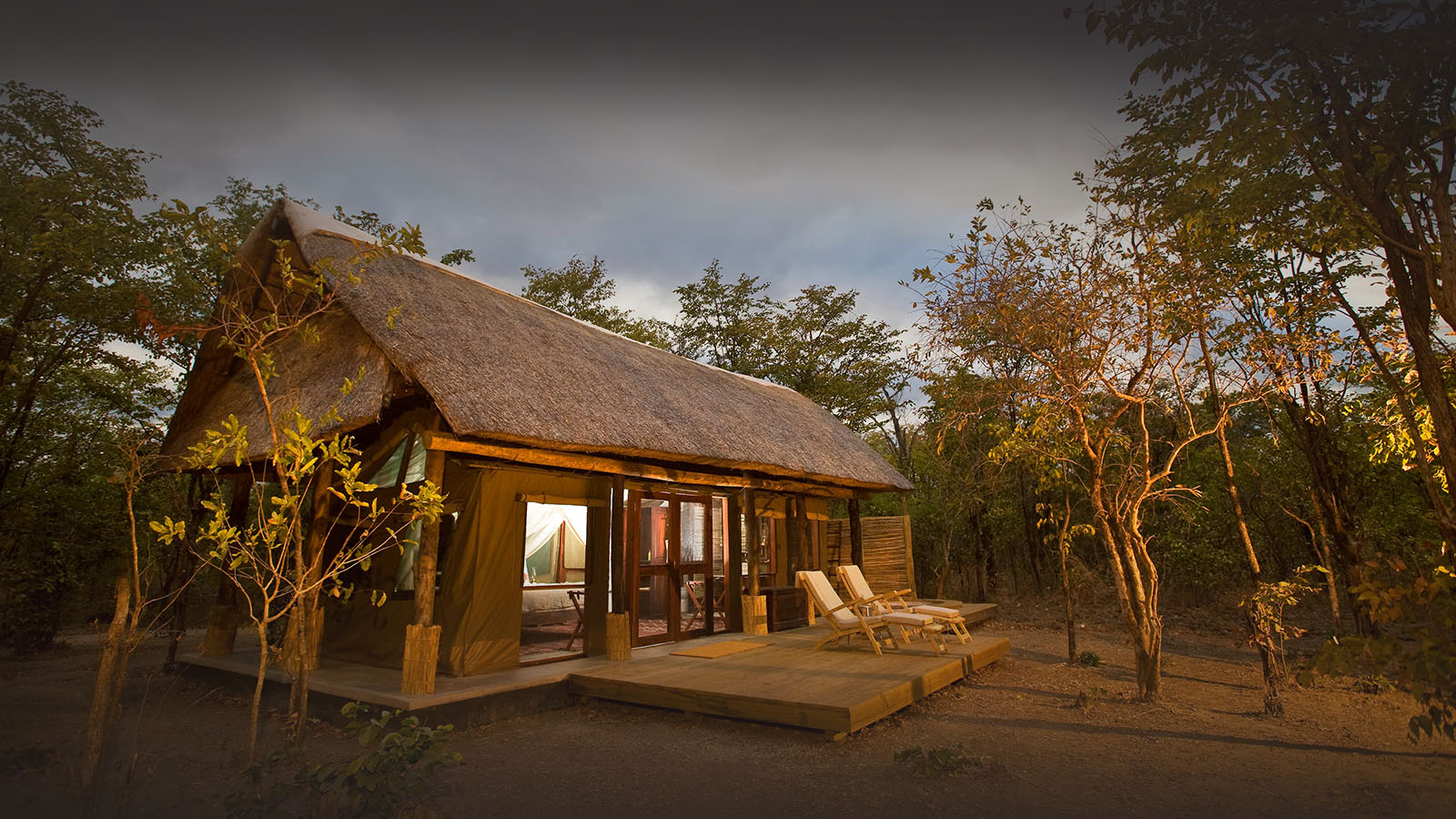 zungulila bushcamp lodge-zambia-in-style-tours-safari-packages-lodges-exploring-south-luangwa-national-park-deck