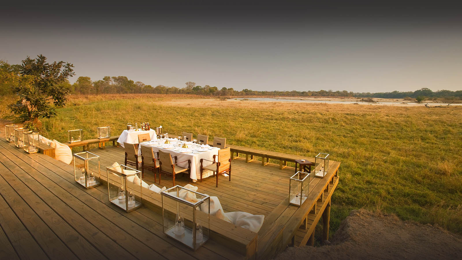 zungulila bushcamp lodge-zambia-in-style-tours-safari-packages-lodges-exploring-south-luangwa-national-park-dining