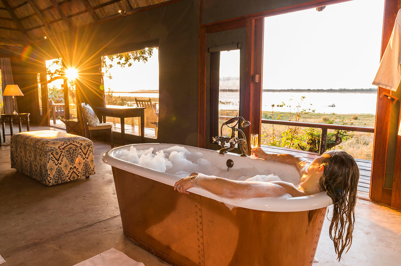 the royal zambezi zambia-in-style-safari-packages-lodges-lower-zambezi-adventure-presidential-suite-luxury-bath