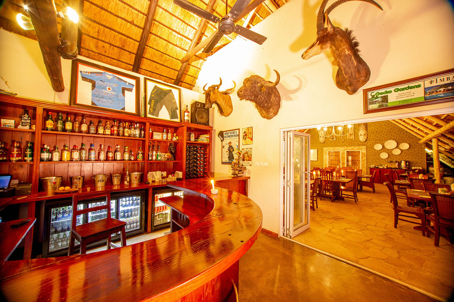 bayete guest lodge victoria-falls-accommodation-zimbabwe-zambia-in-style-central-area-bar