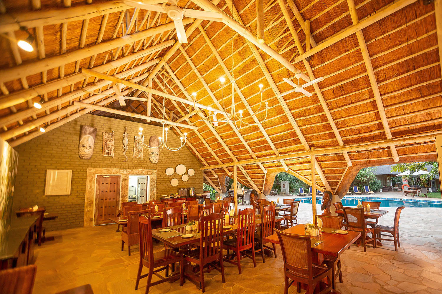 bayete guest lodge victoria-falls-accommodation-zimbabwe-zambia-in-style-central-area-dining-area