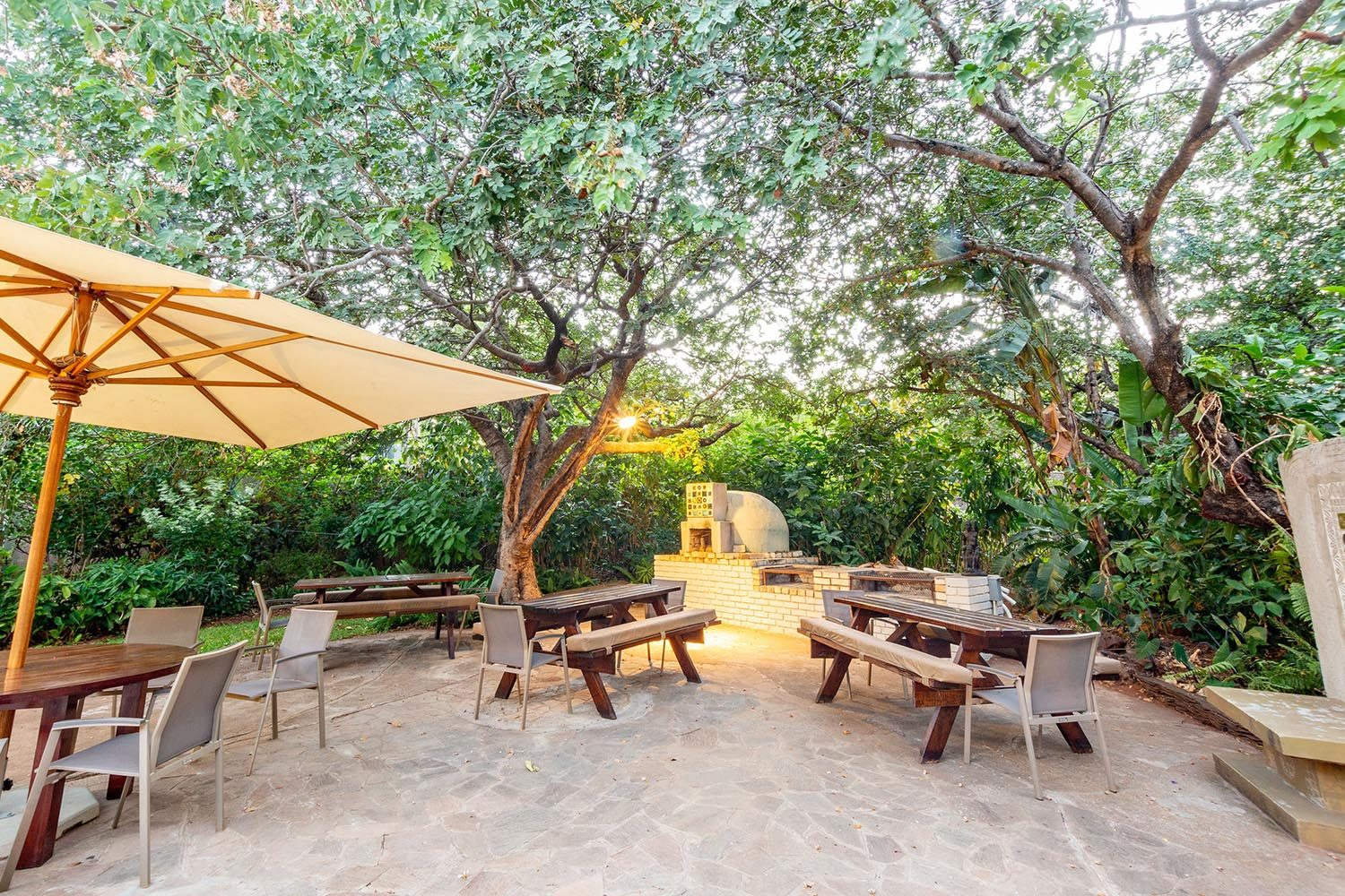 bayete guest lodge victoria-falls-zimbabwe-accommodation-dining-outdoors