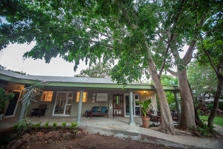 bayete guest lodge victoria-falls-zimbabwe-accommodation-main-entrance